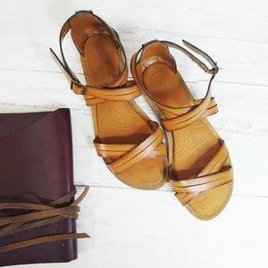 Clarks Vegan Minimalist Desert Cross Strap Sandal